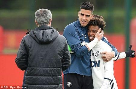 Mourinho goi 10 sao tre MU da tran cuoi, FA se phat? - Anh 1