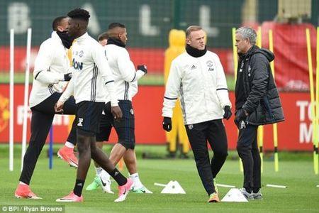 Mourinho goi 10 sao tre MU da tran cuoi, FA se phat? - Anh 2