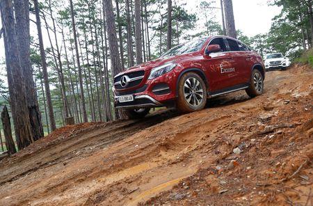 Dem dan xe Mercedes 16 ty vao rung off-road - Anh 11