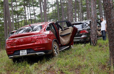 Dem dan xe Mercedes 16 ty vao rung off-road - Anh 12