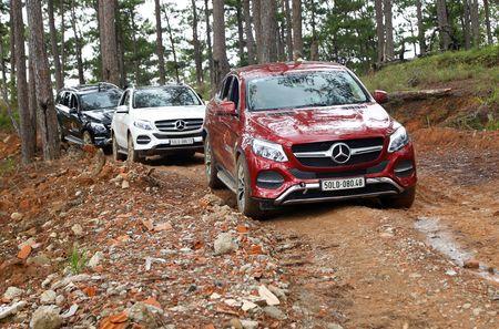 Dem dan xe Mercedes 16 ty vao rung off-road - Anh 4