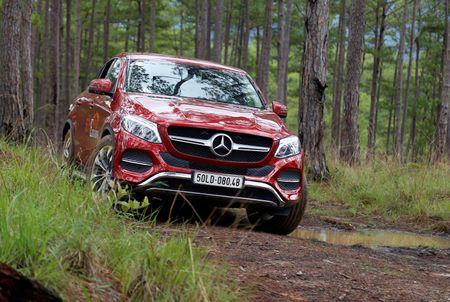 Dem dan xe Mercedes 16 ty vao rung off-road - Anh 7