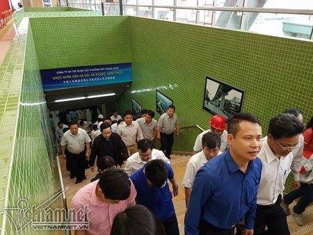Mo cua tham quan nha ga duong sat tren cao Cat Linh-Ha Dong - Anh 10