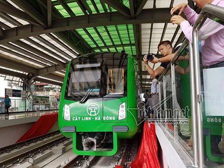 Mo cua tham quan nha ga duong sat tren cao Cat Linh-Ha Dong - Anh 3