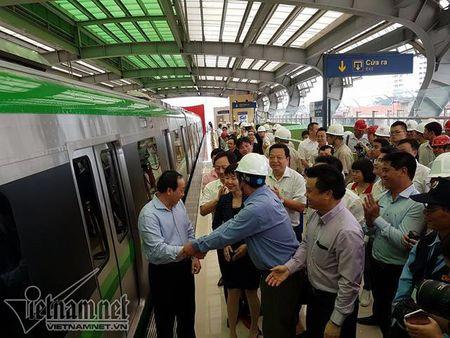 Mo cua tham quan nha ga duong sat tren cao Cat Linh-Ha Dong - Anh 5