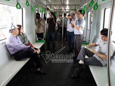 Mo cua tham quan nha ga duong sat tren cao Cat Linh-Ha Dong - Anh 6