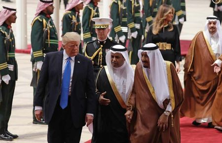 Ong Trump toi Arap Xeut, bat dau chuyen cong du nuoc ngoai dau tien - Anh 4