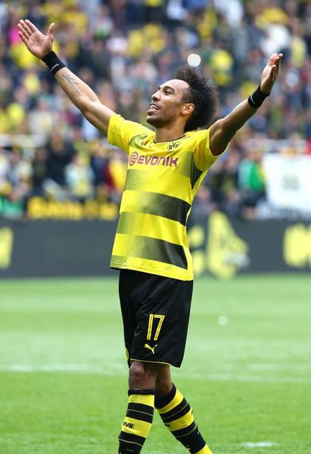 An dinh chien thang cho Dortmund, Aubameyang am luon 'khau phao' ve nha - Anh 11