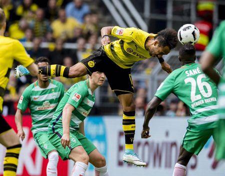 An dinh chien thang cho Dortmund, Aubameyang am luon 'khau phao' ve nha - Anh 1