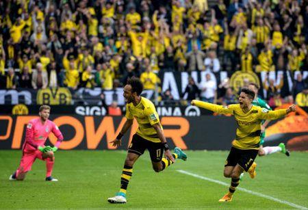 An dinh chien thang cho Dortmund, Aubameyang am luon 'khau phao' ve nha - Anh 3