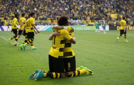 An dinh chien thang cho Dortmund, Aubameyang am luon 'khau phao' ve nha - Anh 4