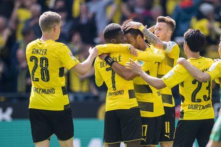 An dinh chien thang cho Dortmund, Aubameyang am luon 'khau phao' ve nha - Anh 5