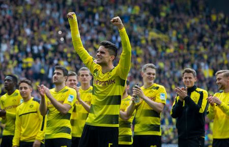 An dinh chien thang cho Dortmund, Aubameyang am luon 'khau phao' ve nha - Anh 6