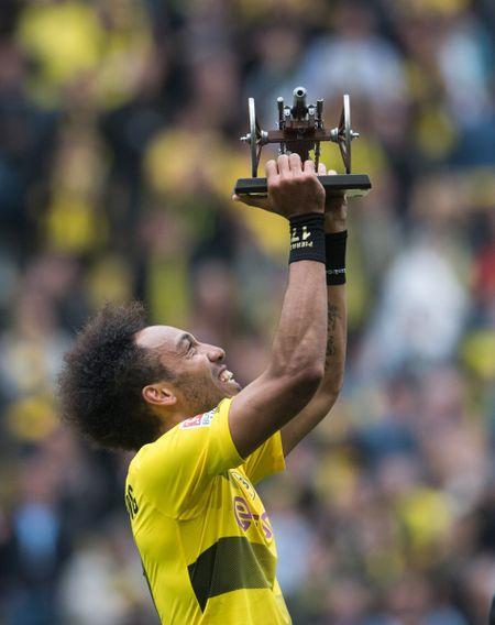 An dinh chien thang cho Dortmund, Aubameyang am luon 'khau phao' ve nha - Anh 8