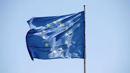 Khoang 1/3 dan Italy, Hy Lap nghi nuoc ho nen roi khoi EU - Anh 1