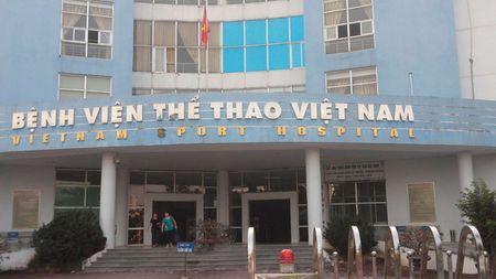 Benh vien thong tin chinh thuc vu bac si bi hanh hung, bat quy xin loi - Anh 1