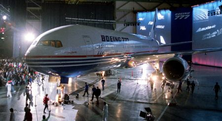 May bay tot nhat the gioi Boeing 777 ra doi nhu the nao? - Anh 5