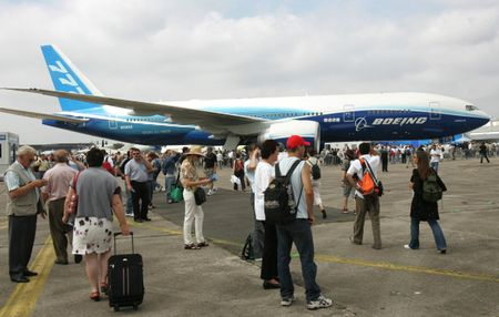 May bay tot nhat the gioi Boeing 777 ra doi nhu the nao? - Anh 8