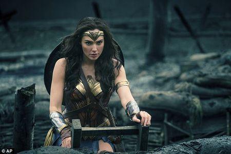 Sao Wonder Woman van quyen ru khi de mat moc - Anh 8