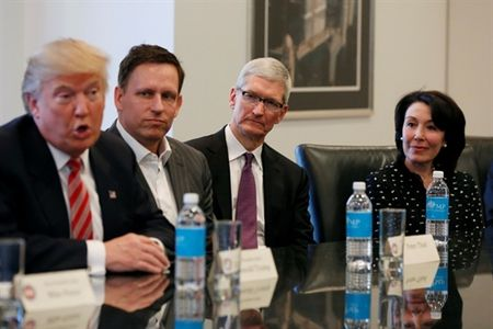 Tim Cook noi gi ve Steve Jobs, Donald Trump, Homepod va AR? - Anh 9