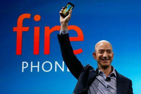 CEO Amazon sap soan ngoi giau nhat the gioi cua Bill Gates - Anh 1