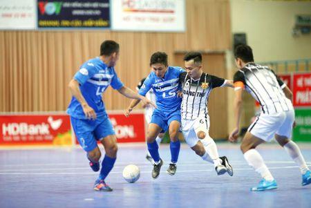 Giai HDBank Futsal 2017: Thang to, Thai Son Nam tien gan den ngoi vo dich - Anh 1