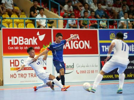 Giai HDBank Futsal 2017: Thang to, Thai Son Nam tien gan den ngoi vo dich - Anh 2