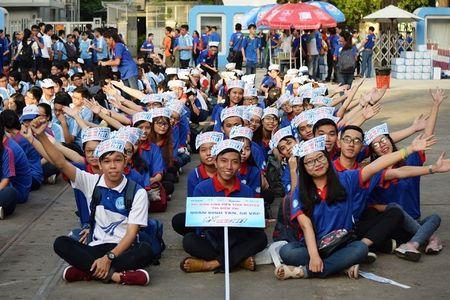 Ky thi THPT quoc gia 2017: TP. HCM co 10.000 tinh nguyen vien tham gia tiep suc mua thi - Anh 1