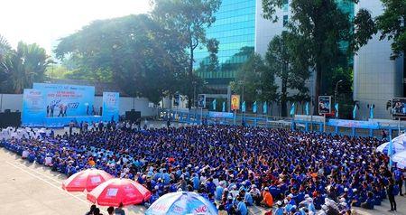 Ky thi THPT quoc gia 2017: TP. HCM co 10.000 tinh nguyen vien tham gia tiep suc mua thi - Anh 2