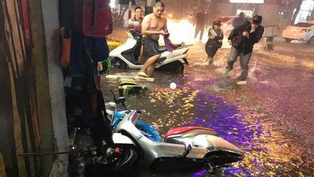 Duong pho Ha Noi menh mong nuoc sau tran mua chieu 19/6 - Anh 7