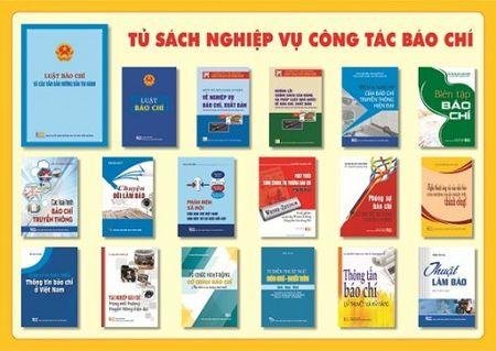"""Ra mat sach """"Luat bao chi va cac van ban huong dan thi hanh"""" - Anh 2"""