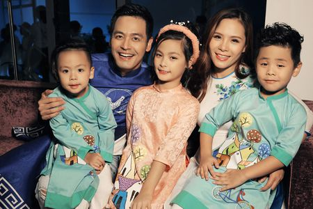 """Vo dep va 3 con xinh nhu thien than cua MC Phan Anh """"pha dao"""" tren san dien - Anh 1"""
