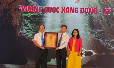 Quang Binh tung bung don nhan ky luc Son Doong tro thanh hang dong tu nhien lon nhat the gioi - Anh 3
