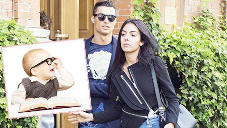 Ronaldo vung tien cho ke hoach sinh 'sieu con' - Anh 1