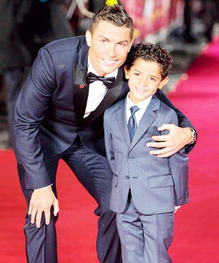 Ronaldo vung tien cho ke hoach sinh 'sieu con' - Anh 3