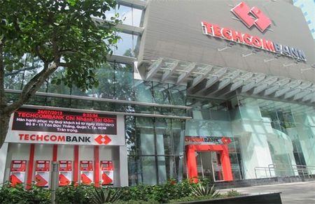Techcombank de xuat mua 25% co phan khi HSBC thoai von - Anh 1