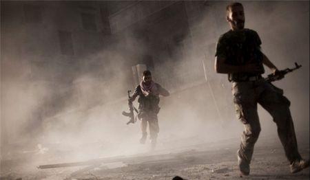 Quan doi Syria giet chi huy cap cao FSA o Hama, khung bo hoang loan - Anh 1