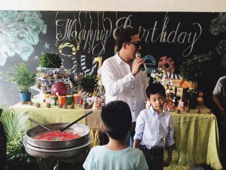 Tran Thanh bi fan nghi ngo 'mac nham quan' Hari Won khi du sinh nhat con trai Ha Ho - Anh 7