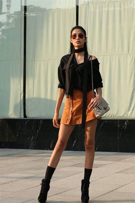 Bi che la mac xau, ban se thay doi quan diem neu thay street style cua Hoang Thuy - Anh 1