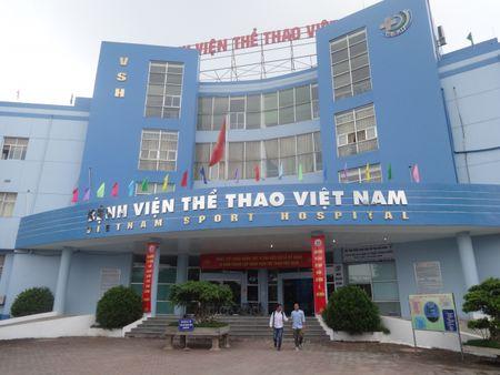 Benh vien The thao Viet Nam thong tin vu bac si bi danh, bat quy xin loi - Anh 1