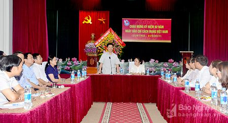 Lanh dao tinh chuc mung Ngay Bao chi cach mang Viet Nam 21/6 - Anh 1