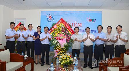 Lanh dao tinh chuc mung Ngay Bao chi cach mang Viet Nam 21/6 - Anh 5