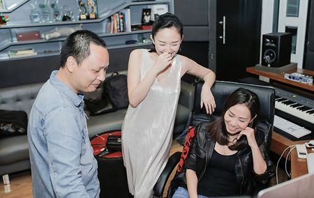 Thu Minh thuc den tan khuya tap cung Toc Tien o phong thu cua Nguyen Hai Phong - Anh 2