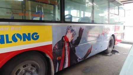 Fan Son Tung M-TP choi lon, thue xe bus treo hinh than tuong de chuc mung sinh nhat - Anh 2