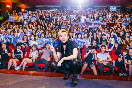 Fan Son Tung M-TP choi lon, thue xe bus treo hinh than tuong de chuc mung sinh nhat - Anh 3