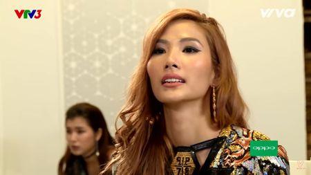 Hoang Thuy len tieng ve su co quen xia rang sau khi an che do den - Anh 1