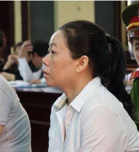 Ba 'trum' chui lum cay cong vien ban hang lanh an tu - Anh 2