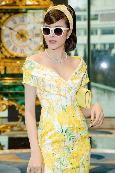 Hoa hau Sella Truong dien dam co dien, do dang ben Ky Duyen, My Linh - Anh 4