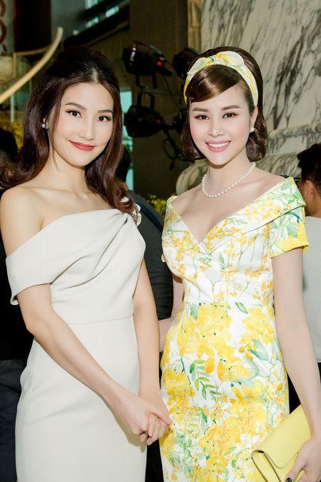 Hoa hau Sella Truong dien dam co dien, do dang ben Ky Duyen, My Linh - Anh 7