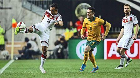 Australia vs Duc: Thu tai nha DKVD the gioi - Anh 1